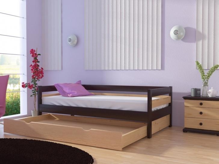 Детская кровать с выкатным местом «Руфина-32» в контрастных оттенках дерева